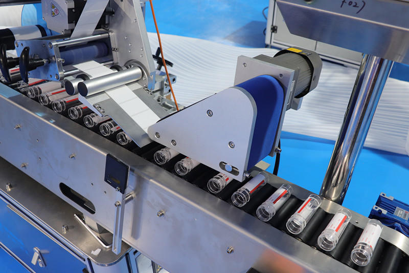 PST automatic labeling machine with label sensor for boxes-2
